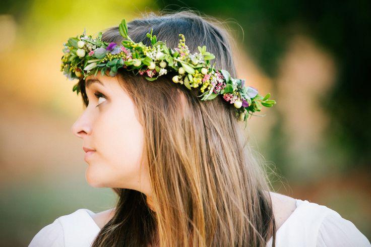 Blogger Algo nuevo, algo prestadoy algo azul.Una novia bohemia con corona de flores.  Diseñadora Lucía de Miguel