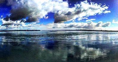 On instagram by artegarcia #landscape #contratahotel (o) http://ift.tt/1TNz5o6 agua es espejo reflejo del recuerdo el cielo con sus nubes parte de mi momento pasivo en el instante meditando por dentro acerca del futuro del porque y del tiempo....... #poemasdelalma #chiloe #chiloemagico #cielo #reflejo #gira2016 #nuves #espejo #chile #chilegram #castro #chonchi #quellon #poema #poemas #embarcacion #gira2016 #bafona #bafona51años #music #musically #musicfitness #musicachilena #instagram…