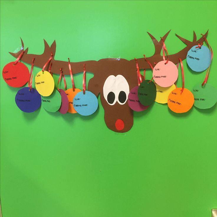 Eland met kerstballen voor kerstdiner op school/kdv
