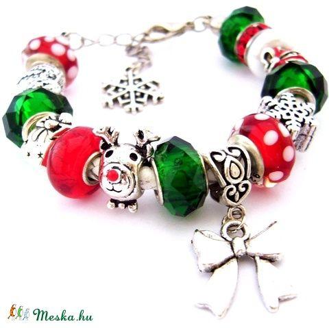 Hull a hóóóó! - fehér piros és zöld karkötő pandora stílusban rénszarvassal (ButterflyJew) - Meska.hu