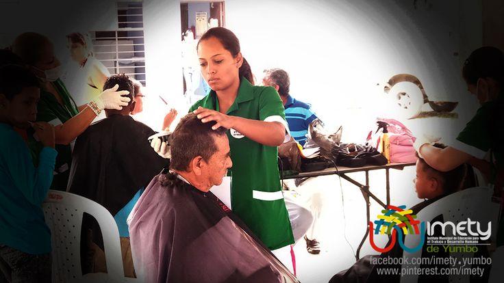 Brigada de peluquería gratuita, adelantada por estudiantes e instructores del IMETY en San Marcos en la celebración del día del campesino.