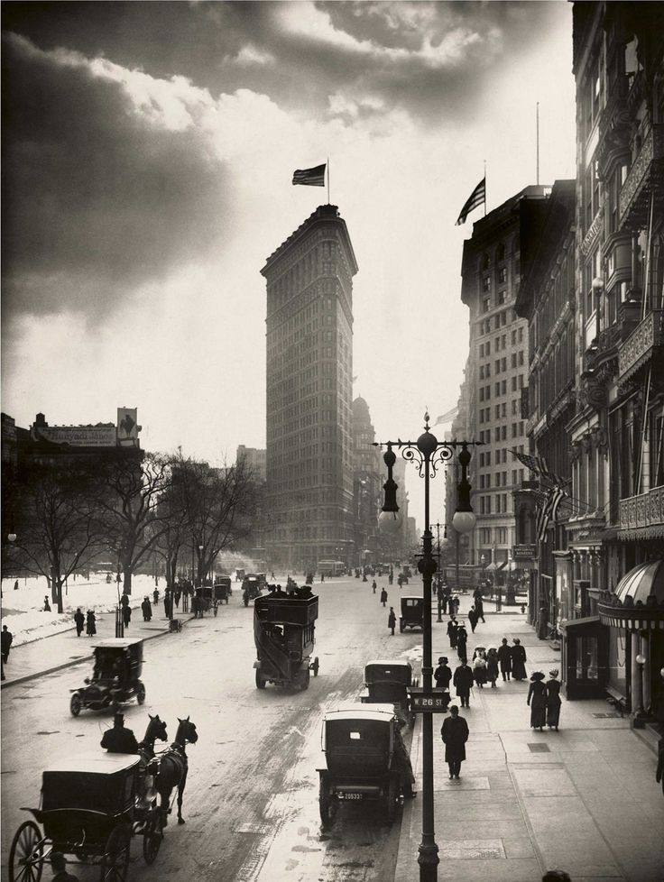 U.S. Locals walk the streets of Madison Square near the Flatiron Building in New York City, 1918 // W. W. Rock