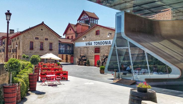 Too hot day but with good wine don't mind#Rioja #tourism #winetours #travel #wine #winelover #turismo #enoturismo #experience #winetastelovers #riojawine #gastronomía #visitSpain #vino #viaje #tapas #winetasting #instariojawine #gastronomy #instawinetours #winecountry #wineries #worldplaces #winetrip #winetravel #viajar #grapevines #winetourism #winetourist #lp