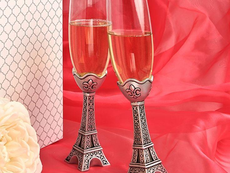 Alege sa faci un toast romantic in ziua nuntii tale, cu acest elegant si special set de pahare Turn Eiffel. Setul de pahare Turn Eiffel este ideal pentru o nunta cu tematica Love in Paris, pentru toate cuplurile romantice indragostite de orasul iubirii! Piciorul fiecarui pahar, este pictat manual, cu mare atentie la detalii, in nuanta argintie; Fiecarui pahar i s-a dat o nota eleganta prin pictarea unor delicate fleur de lis; Dimensiuni: 22.5 cm H, 5 cm baza