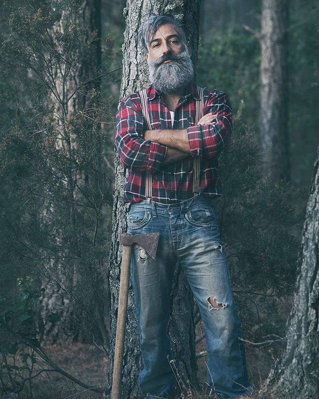 Photo by @sergioderosasfoto Model @albe75  #instagood #instadaily #barbuto #labarba #albe75 #averelabarba #serious #maniabarba #lamiabarba #puravidatattooclub #antoniopingiori #beard #boscaiolo #lumberjack#beardman #love #look #stile #me #ichnusa #sardegna