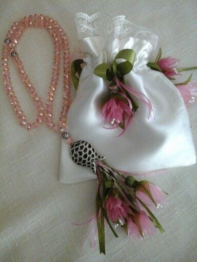 Çiçeklı tesbih ve kesesı