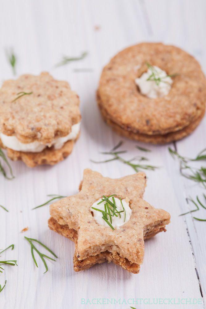 Leckeres Fingerfood- und Partyrezept: Plätzchen mit Nüssen und Frischkäse | http://www.backenmachtgluecklich.de #miree #luftiglocker #Plätzchen