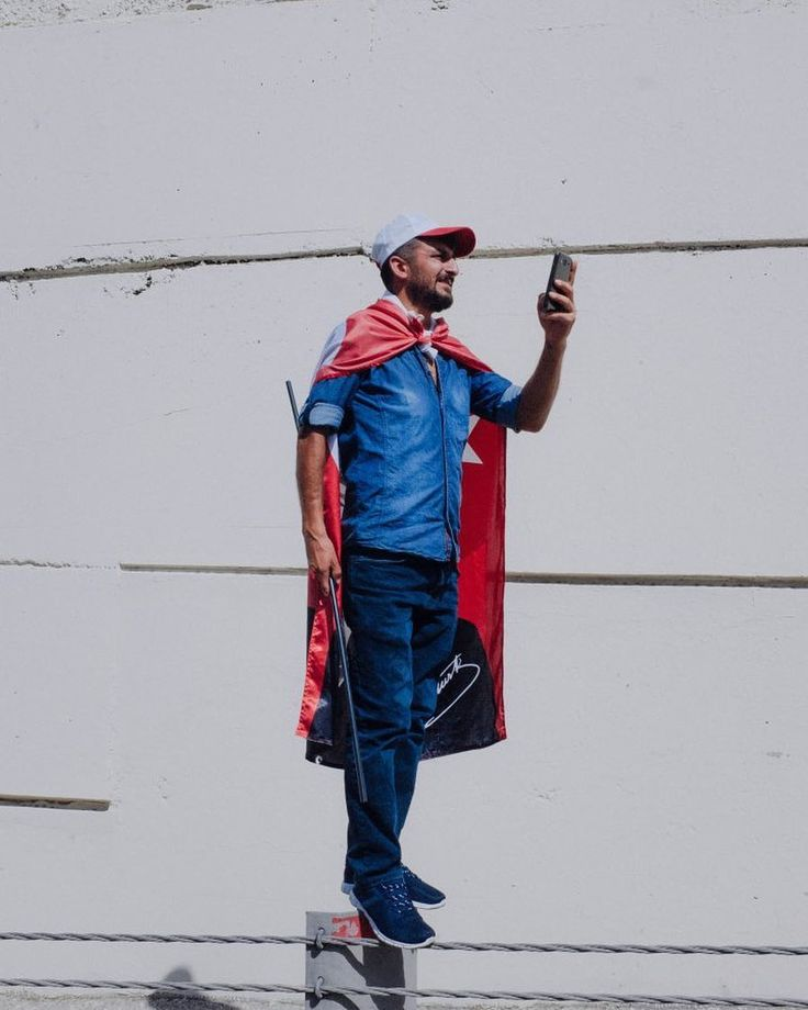 A man wearing a Turkish flag records the Justice March with his smartphone as demonstrators protesting the government of President Recep Tayyip Erdogan arrive in Istanbul over the weekend.⠀ ⠀ Opposition leader Kemal Kilicdaroglu marched with thousands of supporters from Ankara to Istanbul in a large public display against the clampdown by President Recep Tayyip Erdogan's government since he survived a failed military coup attempt nearly a year ago. ⠀ ⠀ More than 47,000 people have been…