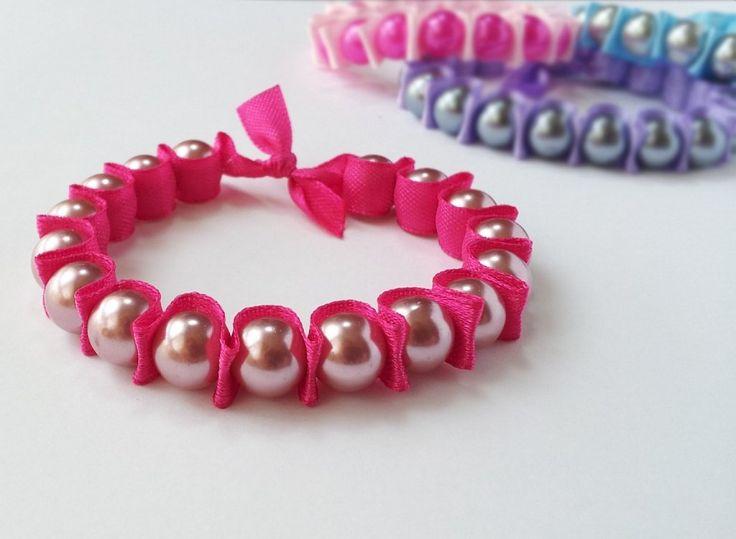 ¿Las pulseras son tu accesorio favorito y nunca te cansas de hacer nuevos modelos? Entonces toma nota de este diseño rápido y fácil.