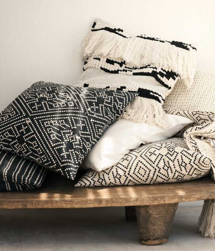 H&M Home offer a large selection of top quality interior design and decorations. Find the right accessories for your home online or in store.
