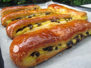 Ingrédients :   Pâte à brioche: 2 c. à soupe lait 1 sachet de levure de boulanger 40 g sucre 350 g farine pour brioches 3œufs 1 c....
