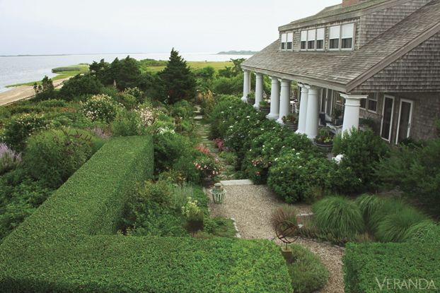 Nantucket garden by Susan Burke, photo by Stephen Orr for @Veranda Magazine
