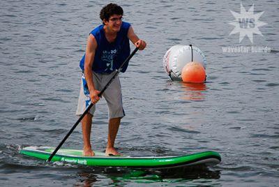 """Josep Clavé con la """"air100″ de WAVESTAR BOARDS en la prueba del circuito catalán de Paddle Surf (SUP) en el Canal Olímpic de Castelldefels"""