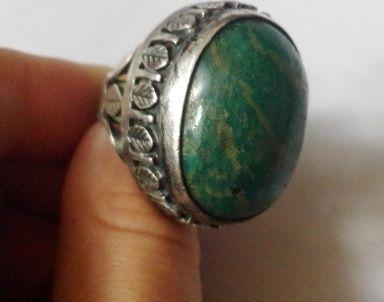 Wielki pierścionek ORNO jadeit z listkami
