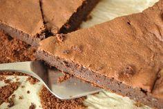 La reine de saba est un délicieux gâteau au chocolat. Voici la recette de Pierre Hermé adaptée au Thermomix (TM5 & TM31) et à suivre en mode étape par étape