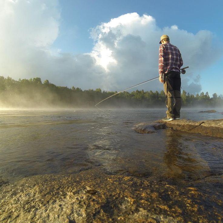 #tbt A magic summer morning a loooong time ago.  #flyfishing #flugfiske #fluefiske #perhokalastus #fliegenfischen #casting #salmonfishing #troutfishing #fishing #fiska #ørret #öring #salmon #lax #laks #taimen #lohi #casting #FFI #CI #värmland #fishline_se #speycasting #skagit #morning #sweden #river
