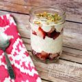 Make breakfast fun (and a little less messy) with this Mason jar breakfast recipe! Mix it up by adding your favorite veggies to this bacon and eggs in a jar.