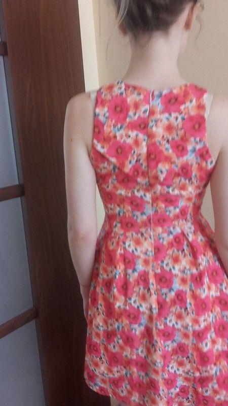 Sukienka w kwiaty roz 34