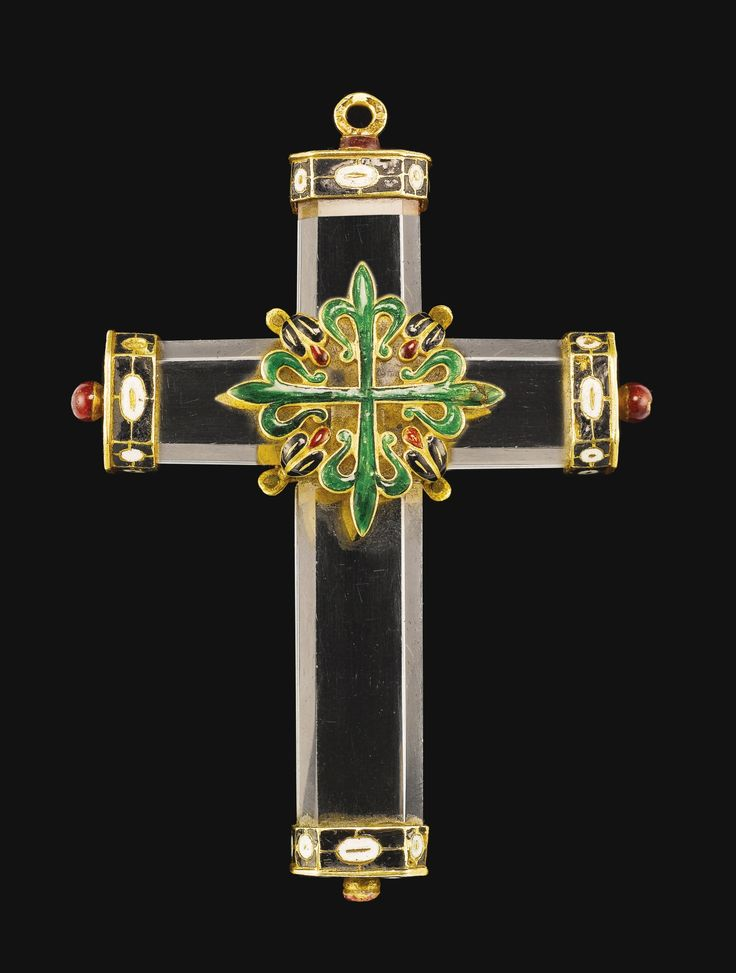 SPANISH, CIRCA 1620 PENDANT CROSS mounted with the Greek cross of the Knights of order of Alcántara, the terminals adorned with the cross of the Knights of St John rock crystal, with enamelled gold mounts 8.7cm.,