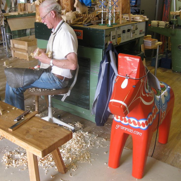 making dala horses! #sverige #sweden