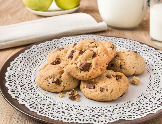 Рецепт печенья с шоколадной крошкой у меня в блоге уже есть. Этот – другой. Печенье по нему получается более мягким. Его вкусно есть и с чаем, и с холодным молоком. Готовится все так же просто, исчезает очень быстро 😉 В качестве вкусовой добавки я использовала здесь два вида шоколада –…