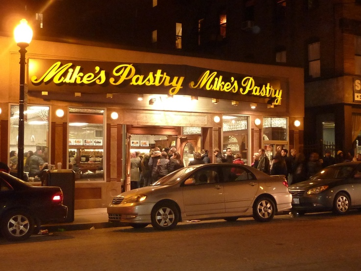 Mike's Pastry: Boston
