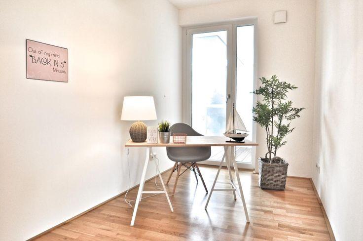Schönes Office-Space mit Balkonzugang, Parkett und Fußbodenheizung.  #Arbeitszimmer #Bremen #Office