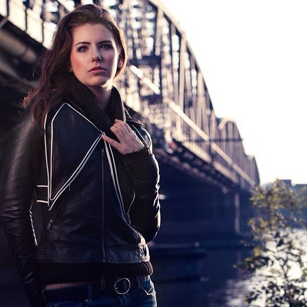 MRJ's Butterfly Box: black leather, two large external pockets, two internal zip pockets. #Fashion