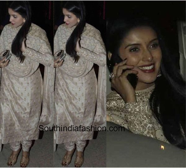Asin was spotted at one of the Diwali bashes that she attended in a regal salwar suit by Sabyasachi. She teamed the salwar suit with a pair of jhumkis.