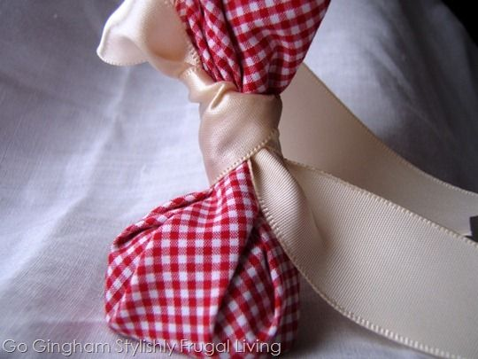 Go Gingham: Valentine's Day no-sew goodie bag #simple #decorations
