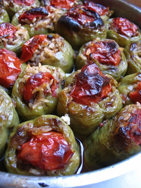 Vegetarian Stuffed Peppers (Zeytinyağlı Biber Dolma)  http://almostturkish.blogspot.com/2007/07/vegetarian-stuffed-peppers-zeytinyal.html