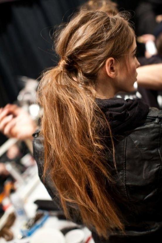 Ongeïnspireerd, niet echt een kapsel en saai? Not! De nieuwste ponytails zijn lief, schattig, sexy en helemaal on trend. Dé 5 nieuwkomers (ja, ook voor kort haar) én onze Pinterestselectie van mooiste paardenstaartjes.