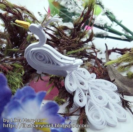 White Peacock - by: Lika Hanyuu - Artesanato - Quilling - http://likahanyuu4.blogspot.com/
