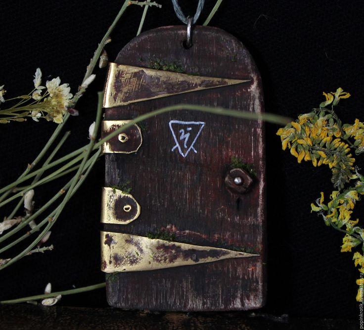 """Купить Подвеска """"Красная дверь в саду """" (?) - комбинированный, дверь, двери, сад, красная"""