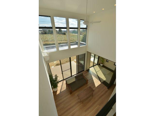 Onocom Design Center  2階からはリビングを眺めることが出来る