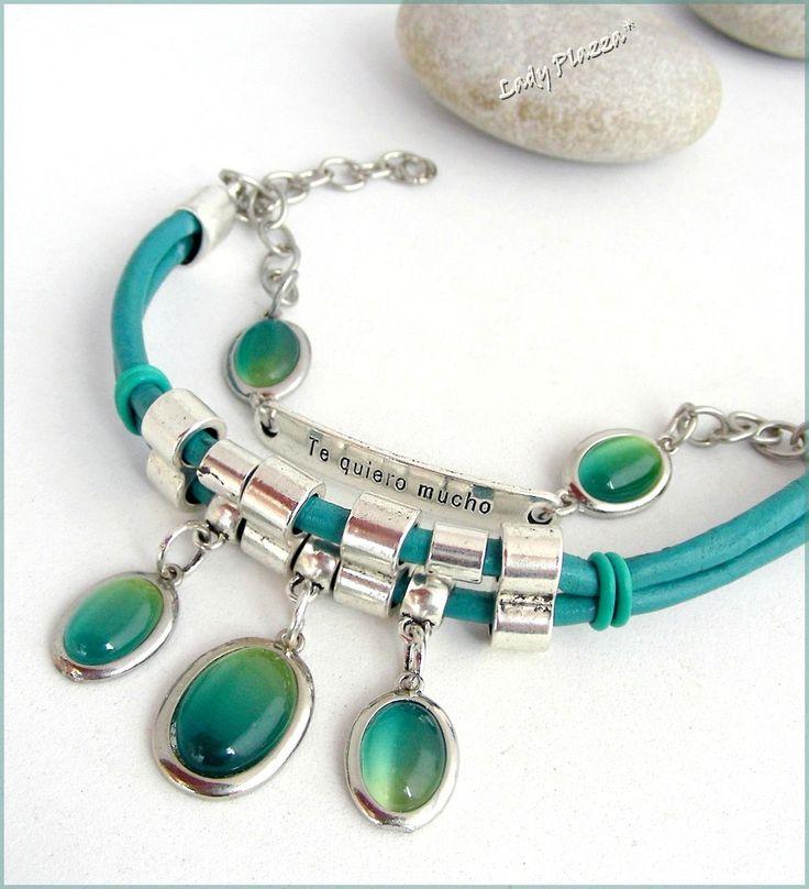 Bracelet-Manchette à message -Je t'aime / Te Quiero Mucho - Cuir turquoise, chaine, breloques 'Oeil de chat' - Vert/Turquoise : Bracelet par ladyplazza