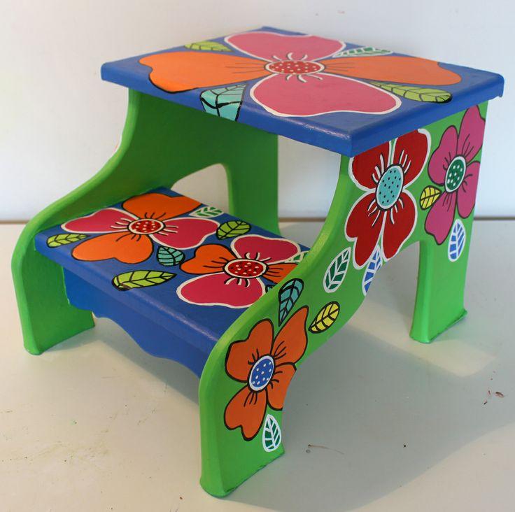 17 best images about muebles pintados on pinterest mesas for Escalera de cocina plegable