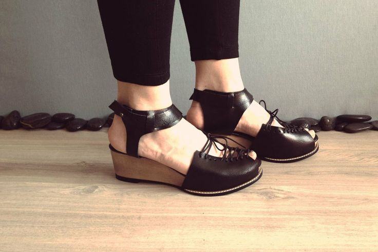 Sindri - Black - Keyman Design - handmade women sandals/clogs