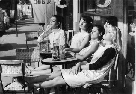 Robert Doisneau - Les Coiffeuses au Soleil Terrasse de Cafe Paris