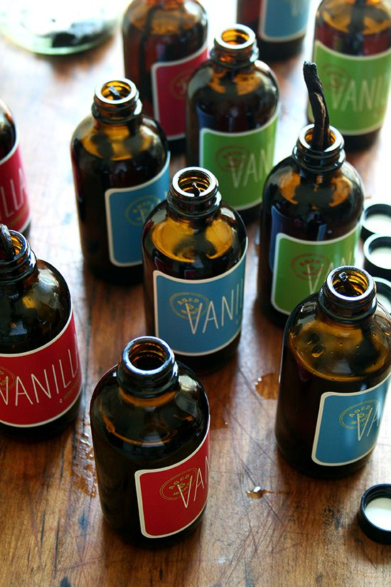 Vanilla extract tutorial with free printable labels - perfect for gift giving