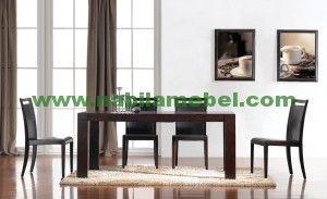 Meja Makan Modern Minimalis merupakan interior furnture jepara yang sangat cocok untuk anda yang kami produksi dengan bahan baku kayu jati berkualitas.