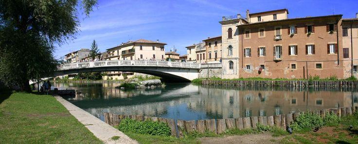 Lungo Velino con veduta del Ponte Romano