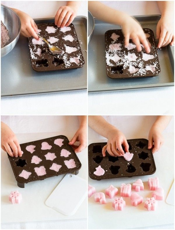 "Per la rubrica ""10 Modi di fare"": Zollette di zucchero aromatizzate e colorate in modo naturale fatte in casa con i bimbi - ""10 ways to make"" (with kids) home made natural sugar shapes"