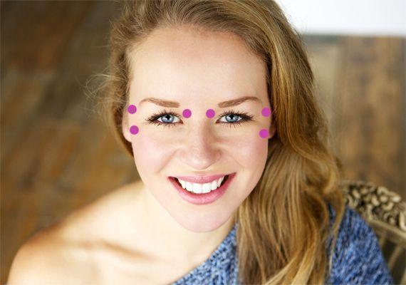 Itt nyomd meg az arcod, hogy eltűnjenek a ráncok és a pattanások! | femina.hu