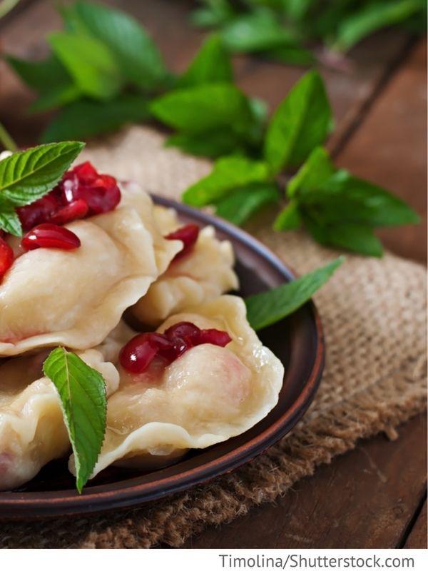 Wareniki mit Kirschen Maultauschen mit Kirschen gefüllt - Ukrainische Rezepte