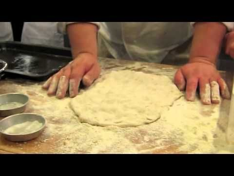 ▶ Gabriele Bonci, Lezione di Pizza - YouTube