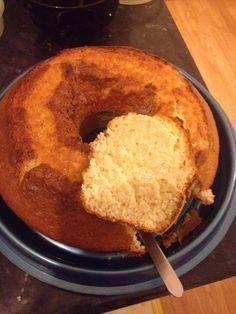O bolo de Iogurte e Maçã e um bolo muito saborosa, fácil, simples e económico. Para quem não gosta de bolos secos, este é uma verdadeira especialidade.