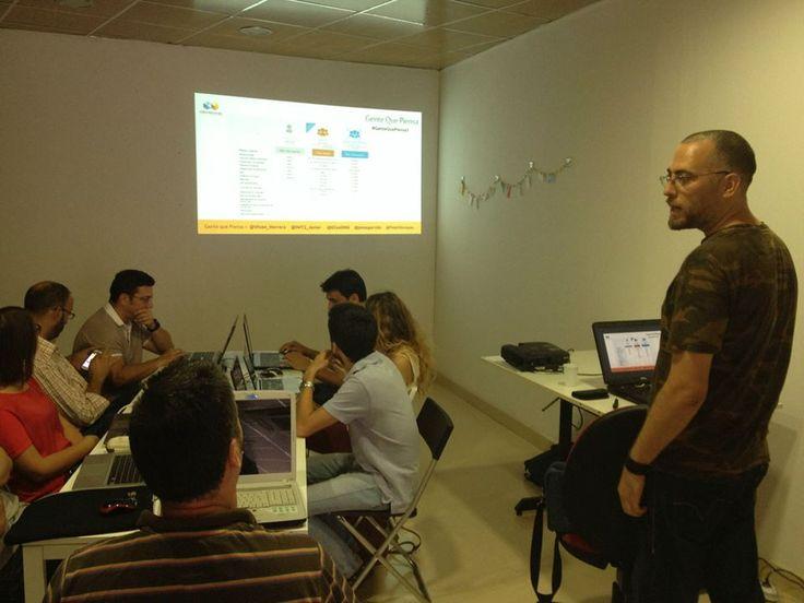 Gente que piensa. Taller Hootsuite en el Espacio de Coworking Colaborando. Alcalá de Guadaíra. Mayo 2014. Características de Hootsuite