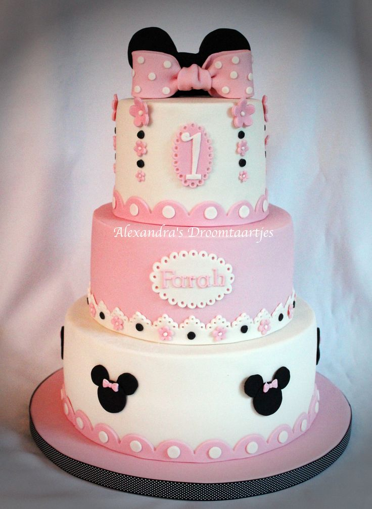 Deze #lieve #roze #witte #minnie #mouse #taart mogen maken voor een #meisje die haar #1e #verjaardag vierde. This #sweet #Minnie #mouse #cake I mad for the #first #birthday of a #little #girl