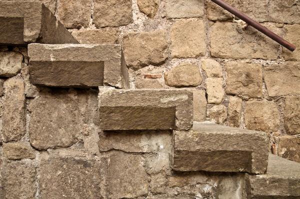 gradini in #pietra su scala in muratura #Viterbo
